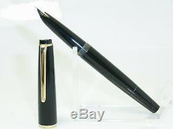 NR MINT vintage MONTBLANC No 32 pistonfiller fountain pen 14ct M nib